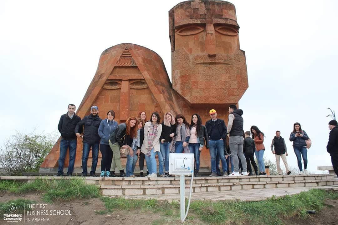 Դարձրու՛ գաղափարդ իրական բիզնես. Առաջին Բիզնես Դպրոցը Հայաստանում