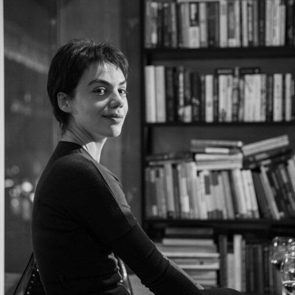 «Լիլիթ Շաքարյանն ինքն էլ է Բրենդ»,- ասում է ԵՊՀ սոցիոլոգիայի ֆակուլտետի կիրառական սոցիոլոգիայի ամբիոնի վարիչ Արթուր Աթանեսյանը
